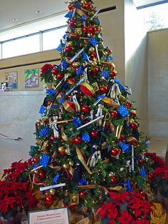 red white and blue decorated tree - Red White And Blue Decorated Christmas Tree