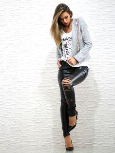 Calça de couro + camisa + mais preta zara + maxi colar