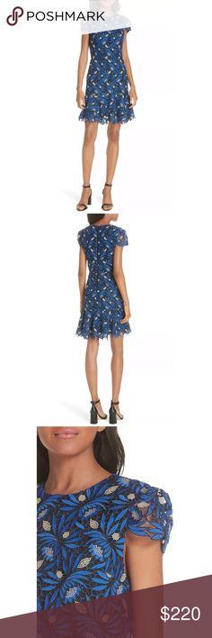 0cd8af178211 NWT Alice + Olivia Blue Imani Floral Lace Dress 4 Gorgeous Alice + Olivia  Imani cap