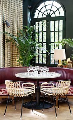 Located in Puteaux, an area just outside of Paris, Eugène-Eugène is not hard to miss, for it occupies an imposing glass and metal structure, which used to be a commercial greenhouse. Making the most of the vast light-filled space, Olivier Marty and K...
