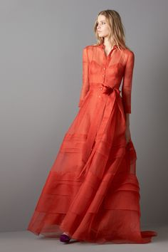 The color of a fiery sunset over Spain, this Carolina Herrera Fall 2016 dress is romantic without falling into Disney princess category. I can see Princess Kate in this dress, if she ever got out from her stable of Alexander McQueen, Jenny Packham, Temperley London, LK Bennett and other British designs.