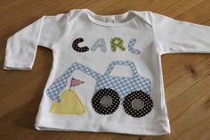 Cooles Langarmshirt mit einem Karo-Bagger, Sandhügel und Namensapplikation. Das Shirt ist aus reiner Baumwolle, die Applikationen sind aus hoch...