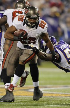 Buccaneers defeat Vikings 36-17 in week 8 of the 2012 season and improve their record to 3-4.