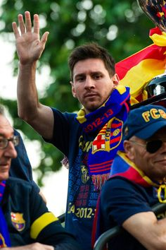 Lionel Messi Photos Photos: Barcelona Celebrates Spanish Liga Win with a Victory Parade Cr7 Vs Messi, Neymar, Messi Photos, Messi Pics, Lionel Messi Barcelona, Barcelona Football, Fc Barcalona, Cr7 Junior, Victory Parade