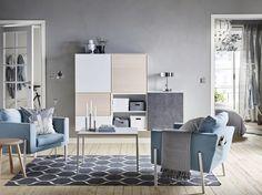 KOARP fauteuil | IKEA IKEAnl IKEAnederland nieuw inspiratie wooninspiratie interieur wooninterieur kamer woonkamer stoel blauw eyecatcher BESTÅ kast kasten opberger opbergen opbergmeubel meubel meubels