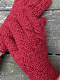 Toasty gloves for cold winter days!  Learn the 400-year-old technique of Swedish Twined Knitting (Tvåänddstickning) as you make these cozy gloves.