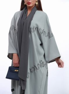 Mode Abaya, Courtyard Gardens, Travel Wear, Building Facade, Abaya Fashion, Young Fashion, Abayas, Silk Fabric, Kimono Top