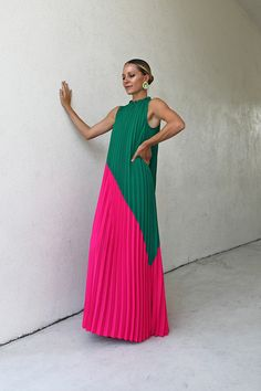 Blair Eadie wearing a pleated maxi dress from Sail to Sable // Click through to see more of Blair's daily looks and more dress outfits on Atlantic-Pacific