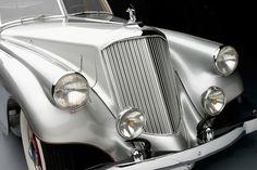 1933 Pierce-Arrow Silver Arrow Sedan. Collection of Academy of Art University Automobile Museum, San Francisco.