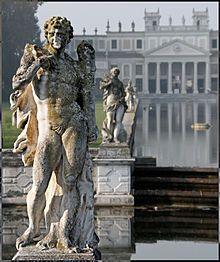 Villa Pisani (Stra) - Le statue in successione