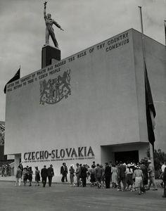 """Czechoslovak pavilion at the World's Fair, """"a monument to a murdered republic"""", Kamil Roškot & Antonín Heythum, New York 1939"""