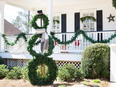 Welcome the holidays with this fun wreath snowman>> www.hgtv.com/...