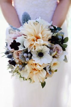 12 Stunning Wedding Bouquets ~ Patricia Kantzos Photography | bellethemagazine.com