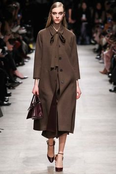 See the complete Rochas Fall 2015 Ready-to-Wear collection.