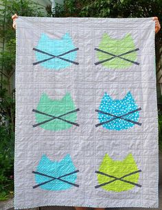 What a cute baby quilt pattern! I love the cat design that's all over it!