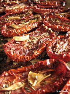 Pomidory pieczone/suszone z ziołami, w oleju   Smaczna Pyza Preserves, Food And Drink, Beef, Party, Kitchen, Recipes, Diet, Canning, Recipies