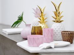 Classic combination of pineapple deco, pleated vase and gold luxe decoration pieces Home Staging, Pineapple Ornament, Giveaway, Pastel Decor, Collectible Figurines, Dot And Bo, Inspired Homes, Vsco, Tropical