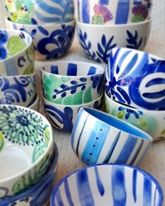 Discover recipes, home ideas, style inspiration and other ideas to try. Painted Ceramic Plates, Hand Painted Ceramics, Ceramic Bowls, Ceramic Pottery, Pottery Painting, Ceramic Painting, Ceramic Art, Clay Art Projects, Seaside Decor