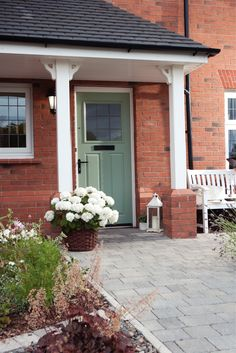 Come Home to Redrow and visit one of our beautiful show homes this weekend. #Frontdoors #Redrow #Homes