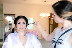 Getting Ready: makeup photo you must have on your wedding day