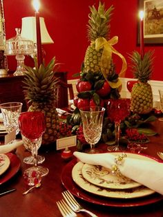 Pineapple-Apple Centerpiece + candle holders  Who would have thought?! so pretty!