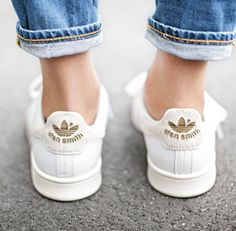 Sneakers For Girl : Instyle Stan Smith Adidas… Adidas Stan Smith, Moda Barcelona, Mode Shoes, Nike Roshe, Mode Inspiration, Mode Outfits, Mode Style, White Sneakers, Sneakers Style