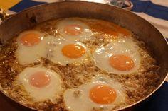 Soğanlı Yumurta Tarifi Breakfast Items, Brunch, Eggs, Food, Egg, Meals, Yemek, Eten
