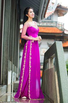 Long Dress Fashion, African Fashion Dresses, Kimono Fashion, Vietnamese Wedding Dress, Vietnamese Dress, Vietnamese Traditional Dress, Traditional Dresses, Ao Dai, Oriental Fashion