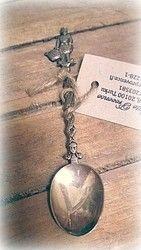 Veikeä lusikka, mies ja kori   La Petite Provence - tuoksuja ja tunnelmaa kotiin sekä lahjaksi (Hallinta) Provence, Pendant Necklace, Jewelry, Jewlery, Bijoux, Schmuck, Jewerly, Jewels, Jewelery