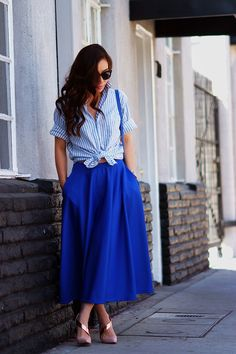 Curly hair and blue skirt_3