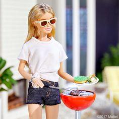 42.9 тыс. отметок «Нравится», 134 комментариев — Barbie® (@barbiestyle) в Instagram: «Happy 4th of July! A backyard barbecue is my favorite way to celebrate. #barbie #barbiestyle»