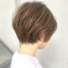 自然にふわっと、自然に収まる、ナチュラルで可愛いショートヘア はお任せください☺︎✂︎? ・ 首に馴染む、とっぷはふんわり、耳にかけて可愛い、そんなショートヘア です☺️ ・ ・ ご覧頂きありがとうございます? Ramie omotesando でスタイリストをやらせていただいてます山内大成です!✨ (表参道駅から徒歩10秒?です!) ・ hair.make(@ramie_tonsoku) ヘアだけでなくメイクアップもしているからこそトータルビューティーの目線でスタイルを作ります? ・ ******************* ・ 収まりが良く、簡単にスタイリングできる、乾かしただけでふわっとかわいい質感、束感が自然にできるヘアスタイル☺︎✂︎ 一人一人に似合ったスタイルを提案できますように丁寧にカウンセリング、施術、仕さ上げをさせていただきす✨ ・ 今まで叶わなかったヘアスタイルを提案、実現できるように全力で頑張ります(^-^)/ ・ ******************* ・ ・ ・ *毛量が多い *癖で広がる *収まりが悪い *小顔になりたい *美容院に迷ってる… Pixie Haircut Thin Hair, Haircuts For Fine Hair, Short Bob Haircuts, Asian Short Hair, Girl Short Hair, Asian Hair, Medium Hair Styles, Curly Hair Styles, Shot Hair Styles