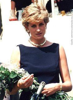 """Sicherlich wissen Sie noch, was Sie heute vor 20 Jahren getan haben, als die traurige Nachricht von Dianas Tod kam... Wir erinnern an die """"Königin der Herzen"""" in unserem Blog.  #thebritishshop #verybritish #diana #dianaprincess #prinzessindiana #königinderherzen"""