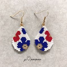 Big flower(青)ピアス or イヤリング - Handmade jewelry Beaded Earrings Patterns, Bead Loom Patterns, Jewelry Patterns, Beading Patterns, Beading Tutorials, Bracelet Patterns, Seed Bead Jewelry, Seed Bead Earrings, Beaded Jewelry
