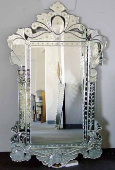 Oh to own a Venetian mirror <3