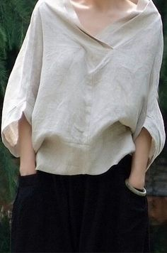 "Nice sort of ""peasant look"" blouse. - Great linen shirt by Oupoooe Mode Style, Style Me, Diy Vetement, Fashion Details, Fashion Design, Casual Styles, White Shirts, Mode Inspiration, Beautiful Dresses"