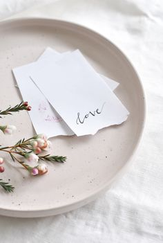 Simple Valentine's Day Details Love, Card, Flowers, The Rose Gift Box Design Set, All The Bright Places, Minimalist Wallpaper, Minimalist Decor, Flat Lay Photography, Photography Tricks, White Aesthetic, Aesthetic Vintage, Decoration Table
