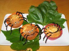 De enige, echte Frederik Spin cupcakes! Met pootjes van dropveters en oogjes gemaakt met chocolade stiften. Mmmmmm ....