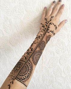 18 Beautiful Henna Tattoo Designs to Try Henna Thigh Tattoo, Henna Finger Tattoo, White Henna Tattoo, Henna Arm, Small Henna Tattoos, Hand Henna, Mandala Tattoo, Paisley Tattoos, Henna Mandala