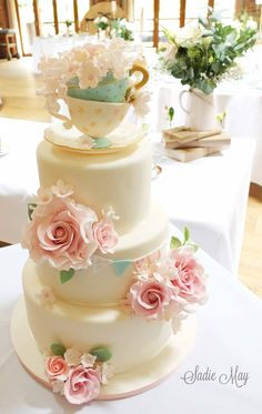 Wedding cake by Sadie May Cakes #vintagewedding #sugarteacups #teacups #sugarroses