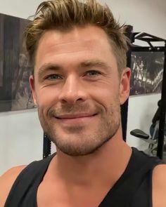 Hemsworth Brothers, Chris Hemsworth Thor, Australian Actors, Beautiful Men Faces, Models, David Beckham, Celebrity Couples, Cute Guys, Comedians