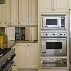 This collection of built-in wall and microwave ovens shows how to easily incorporate these cooking appliances into your own kitchen -- without taking up precious space.