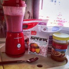 My own Spark Breakfast Smoothie recipe! :) 1 cup frozen summer fruit blend (peaches, strawberries, blackberries) 2 tablespoons plain non-fat yogurt 2 tablespoons peanut butter 1 packet Spark mango strawberry flavor cup water Sooooo yummy! Advocare Diet, Advocare Cleanse, Advocare Recipes, Advocare Challenge, Advocare Products, Juice Cleanse, Healthy Drinks, Healthy Snacks, Healthy Eating