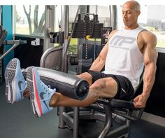Massive, defined quads deserve a workout all their own, which is exactly what MusclePharm-sponsored athlete Larry Edwards delivers in this killer quad workout. Quad Exercises, Knee Exercises, Fun Workouts, At Home Workouts, Workout Ideas, Leg Routine, Leg Extension, Muscle Pharm, Home Exercise Routines
