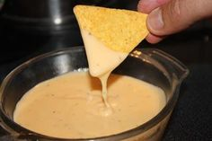 recette Sauce au fromage pour nachos Sauce Cheddar, Hummus, American Diner, Mexican Food Recipes, Ethnic Recipes, Homemade Seasonings, Wrap Sandwiches, Tortilla Chips, Food Inspiration