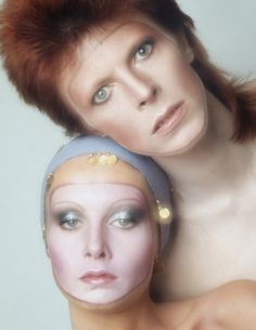 "David Bowie & Twiggy, from the cover shoot for Bowie's Pin Ups, by Justin de Villeneuve. ""[Twiggy and I] met Bowie a few times socially, and he mentioned that he wanted to be the first man on. Angela Bowie, Francoise Hardy, David Jones, Diane Arbus, Album David Bowie, Diamanda Galas, Catsuit, Duncan Jones, Ziggy Played Guitar"