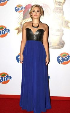 Demi Lovato looks absolutely stunning at the Fanta Irresistible awards in Mexico City!