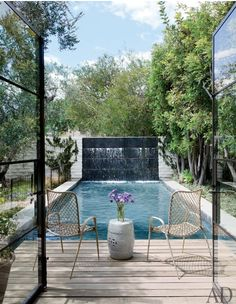 A hint of purple. Indoor Outdoor Living, Outdoor Pool, Outdoor Spaces, Swimming Pool Designs, Swimming Pools, Beverly Hills, Small Terrace, Modern Pools, Water Walls