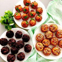 Když si dcera na holčičí řádění přeje muffiny, maminka jí je upeče (dýňové brownies, citrónovo-malinové a mrkvové, recepty na mém Instagramu nebo Facebooku) ... a pak skončily v mrazáku 😂, no, dalo se to čekat 🤷♀️, alespoň mám pro děti v záloze rychlou snídani nebo svačinu 😎 / My daughter wanted muffins for girl party, so I baked muffins (pumpkin brownies, lemon-raspberry and carrot cake) ... they are in the freezer now 😜, no problem, I have source of superquick snacks or breakfast for… No Bake Desserts, Baking, Breakfast, Food, Lemon, Morning Coffee, Bakken, Essen, Meals