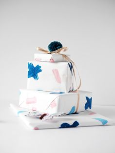 HOW TO: MAKE PERSONALIZED GIFT-WRAPPING PAPER